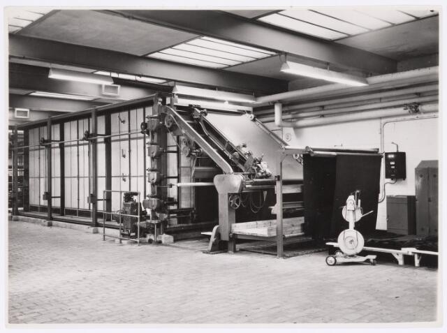 037737 - Textielindustrie. Spanraamdroogmachine van wollenstoffenfabriek H. F. C. Enneking aan de Goirkestraat