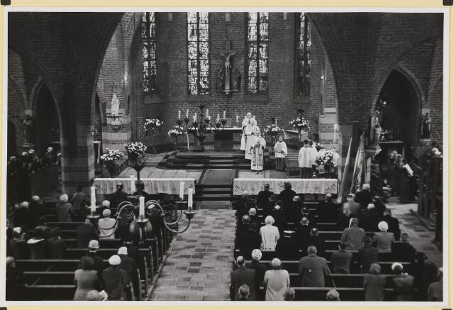 072887 - Afscheid burgemeester J.H. Bardoel.  Plechtige H. Mis in de St. Jans Onthoofding.