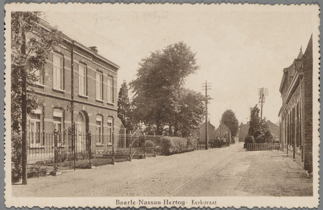 065502 - Inkijk in de Kerkstraat, het woonhuis van dokter Govaerts