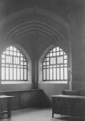 105211 - Interieur nieuwbouw van de keuken van de kloosterkerk van de Sint Paulusabdij in Oosterhout. Rechts het fornuis. Kloosters