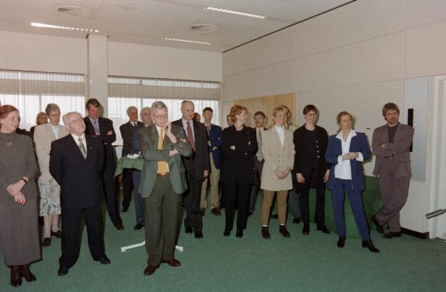 1237_001_046-1_014 - Zorg. Pensioen. Receptie na afloop van een vergadering van Stichting Pensioenfonds van Fysiotherapeuten in maart 1998.