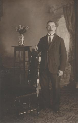 651125 - Familie Snels, Tilburg. Adrianus Johannes Snels, geboren in Goirle op 23.10.1885 en onverwachts overleden op 10 november 1958 in Tilburg.
