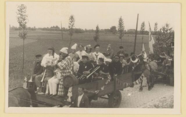 080860 - WOII; WO2; Bevrijding Udenhout 1945. De optocht. Muziek.