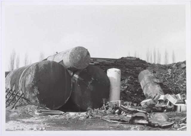 014203 - Opslagplaats van oud ijzerhandel Van Raak aan de Alpenlaan