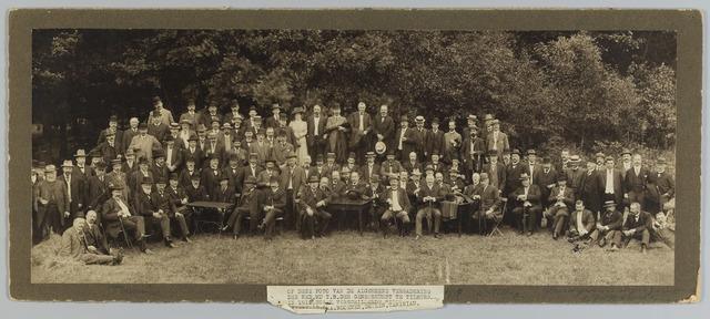 068480 - Deelnemers aan de algemene vergadering van de Nederlandse Maatschappij tot Bevordering der Geneeskunst in 1910. In dit gezelschap bevonden zich diverse Tilburgse doktoren, zoals Weyers, Deelen, Taminiau, Bloemen en Enneking