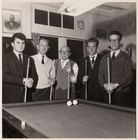 100037 - Sport. Biljarten. V.l.n.r. Jan van Dongen (1941). J. Hooijmaaijers,               J. Terken, Jo  Krijnen en A. Jansen. In cafe Put Bruins ( anno 2006 cafe de Kloek) Leeuwenstraat/Leijsenhoek.