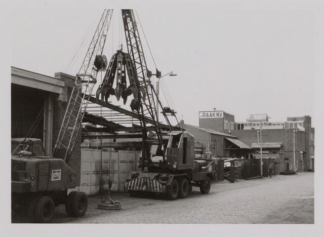 040257 - Firma van Raak (handel in oud ijzer) aan de Piushaven te Tilbug.