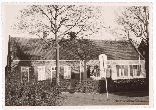 020204 - Panden Hasseltplein 38, 39 en 40 (van rechts naar links) eind 1962