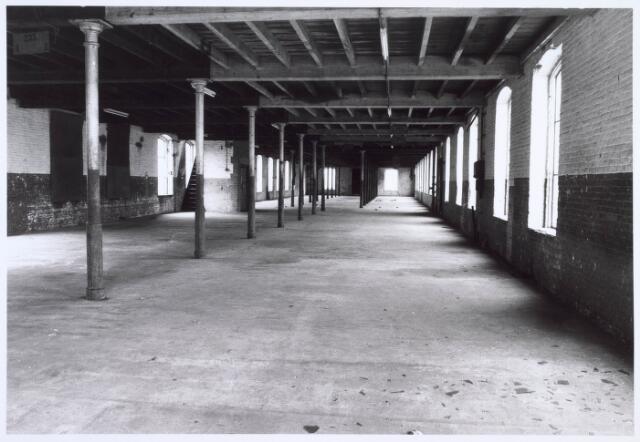 019252 - Eerste etage van een gebouw van de voormalige wollenstoffenfabriek C. Mommers. Het bestond uit vijf verdiepingen en was daarmee het hoogste fabrieksgebouw dat ooit in Tilburg is gebouwd