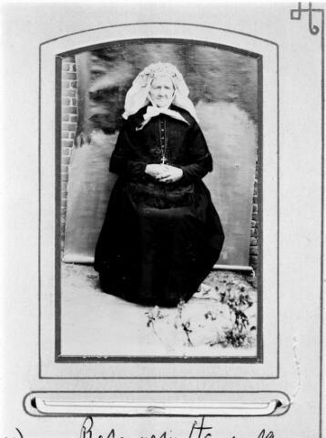 048478 - Elisabeth (Betje) Mulders, geboren te Moergestel op 18 februari 1827, dochter van Antonie Mulders en Adriana van den Meijdenberg. Zij overleed ongehuwd te Goirle op 3 mei 1913.
