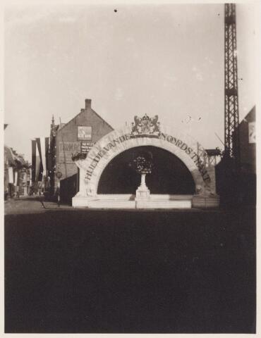 053278 - Koninklijke Bezoeken. Hulde van de Noordstraat aan koningin Wilhelmina.