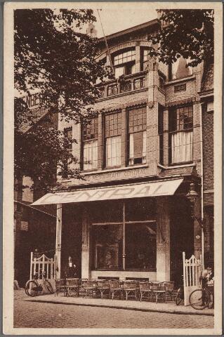 011168 - café-restaurant Central, een Jugendstil bouwwerk aan de Heuvel nr. 32. Eigenaar was toen J. Stoetzer.
