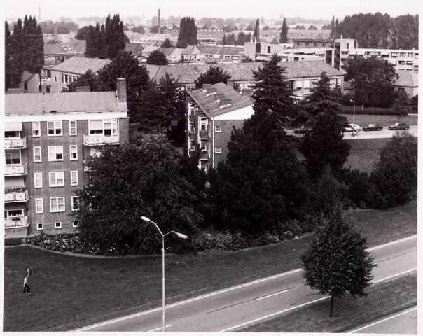 """036515 - Panorama van Tilburg vanaf de L.T.S. """" Leyendael """" aan de Jan Truyenlaan."""