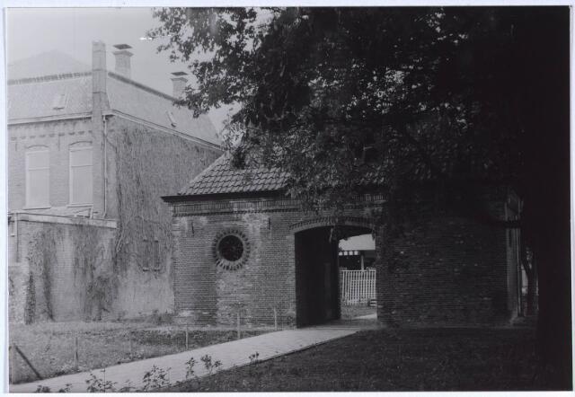 024724 - Koetshuis op het voormalige complex van Diepen aan de Korvelseweg. Het is het enige overblijfsel van deze textielfabriek en doet nu dienst als elekriciteitshuisje.
