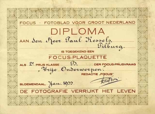 602751 - Diploma, toegekend aan Paul Kessels (1893-1986), voor het behalen van de tweede prijs, klasse B, in een prijsvraag van het gerenommeerde blad Focus. De redacteur van Focus ondertekende dit diploma, Adriaan Boer.