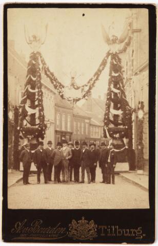 009966 - ereboog in de Heuvelstraat t.g.v. de voltooiing en consecratie van de Heuvelse kerk op 3 juli 1889. (zie Tilb. Courant 4 juli 1889)