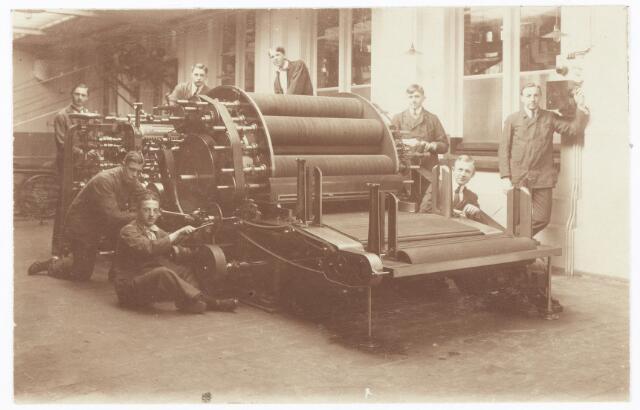 052130 - Onderwijs. Textielschool. Een afdeling van de Ambachts- en Industrieschool aan de Spoorlaan. Interieur Weverij.