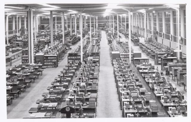 038768 - Volt Oosterhout. De hal voor de fabricage van spoelen in waarschijnlijk 1960. Fabricage- of productie vond in Oosterhout plaats van april 1951 t/m 1967.