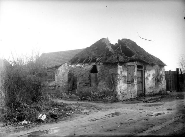 650600 - Schmidlin. Onbewoonbare krotwoning aan de Heiningstraat op het Oerle, tegenwoordige Transvaalstraat, omstreeks 1930.