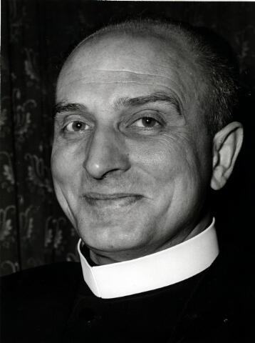 055048 - Portret. Frater Novatus (Cornelis Josephus Antonius Vinckx), geboren te Goirle op 24 juli 1915 en overleden te Tilburg op 3 december 2007. Hij was algemeen overste van de congregatie der fraters van Tilburg van 1957 tot 1976.