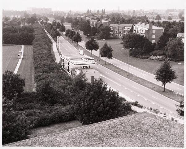 """036518 - Panorama van Tilburg vanaf de L.T.S. """" Leyendael """" aan de Jan Truyenlaan."""
