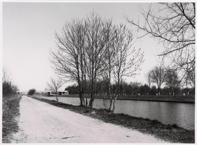 034834 - Vaste brug over het Wilhelminakanaal aan de Meierijbaan, gezien in de richting van Tilburg