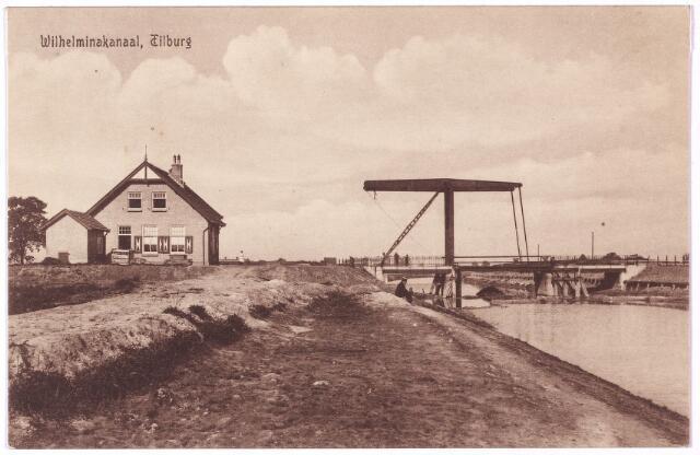 002748 - Wilhelminakanaal onder Tilburg met ophaalbrug en brugwachterswoning. Spoedig na de officiële opening verdronken de eerste Tilburgers in dit kanaal: in juli 1919 kwamen Jan Verhoeven en Petrus Dikmans om het leven toen hun roeiboot omsloeg ter hoogte van de Kraaivenseburg. In oktober van dat jaar werd de reeds veertien dagen vermiste F. van Berkel dood in het kanaal gevonden.