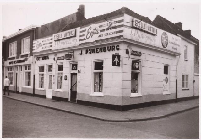 028594 - De winkelpanden op de hoek Piusplein/ Koningsstraat zijn afgebroken in verband met de verbreding van de Paleisring