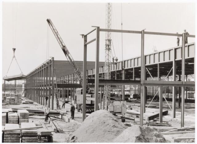 039192 - Volt. Noord. Algemeen, Gebouwen, Nieuwbouw. De in aanbouw zijnde hal ND t.b.v. de Gereedschapmakerij ca. 1964.