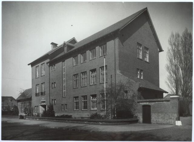 027169 - Dienstgebouw Publieke Werken, gebouwd in 1939.