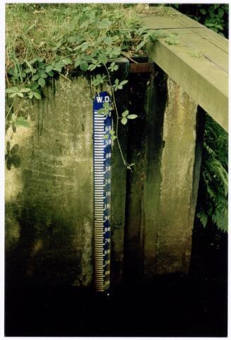 039937 - Waterpeilmeter in het Wilhelminakanaal onder Tilburg.