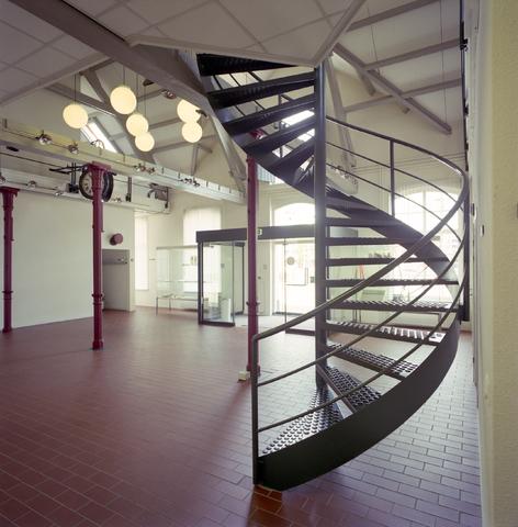 D-000953-2 - Interieur entreehal Gemeente archief Tilburg (huidige Regionaal archief Tilburg)