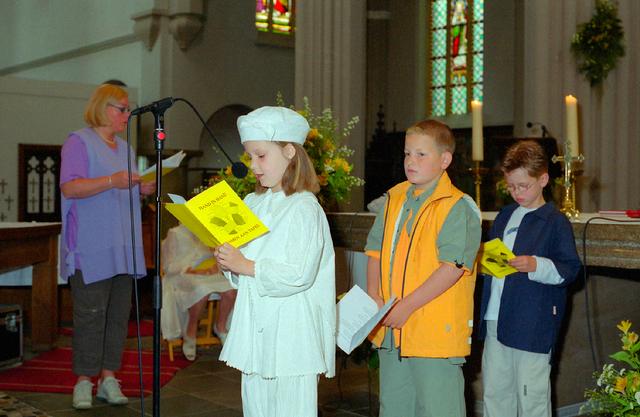 655377 - Eerste Heilige Communie viering in  de Sint Jozefkerk (Heuvelse kerk) in 2001.