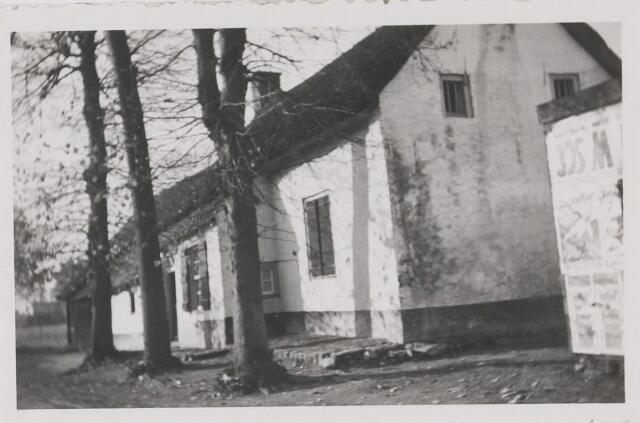 082446 - Gilze, Nerhoven 7 en 9. Panden zijn in november 1951 gesloopt bij rechttrekken en verbreden van de weg
