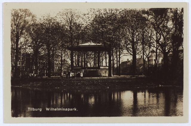 002898 - Vijver en muziekkiosk in het Wilhelminapark.