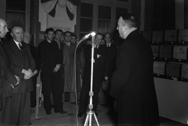 050774 - Kanarieshow, openingsrede van Burgemeester Van Voorst tot Voorst.