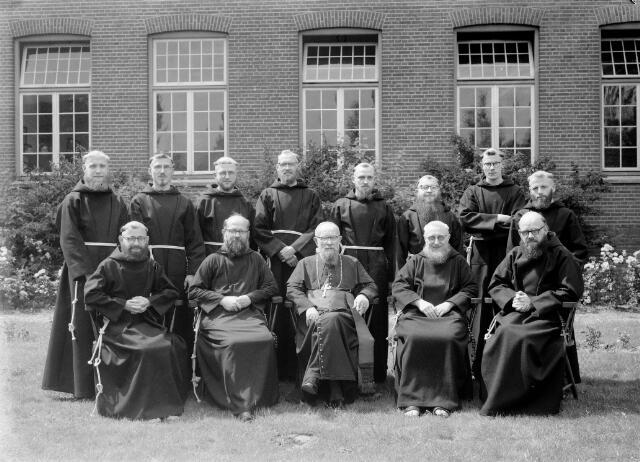 050199 - Priesterwijdingen: paters capucijnen.
