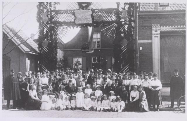 019068 - Viering van een gouden bruiloft in de Goirkestraat in 1919