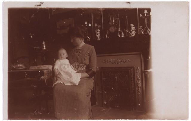 003762 - Marie BRANDS-VAN VLIJMEN (1884-1969) met zoon Ben. (Bernardus Ludovicus Josephus 1912-1991)