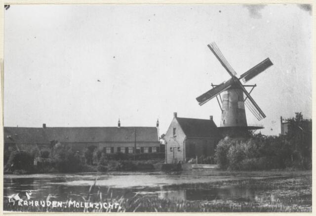 """89116 - """"Molenzicht Terheijden"""" Zicht op de Molenweel. Links voor de molen staat het gemaalgebouw aan de rand van de weel. In 1920 kreeg de Binnenpolder hier een elektrisch gemaal. Uit: Het Vaderland, krant van 19-10-1920. In 1991 is het gebouw verkocht en ingericht als woning."""