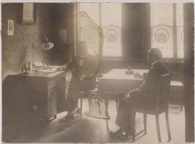 040813 - Arbeidsbeurs. Privékantoor van directeur A.J.A.C. van Delft (links)
