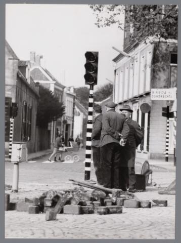 102669 - Verkeerslichten op de Heuvel. Bestratingswerkzaamheden.