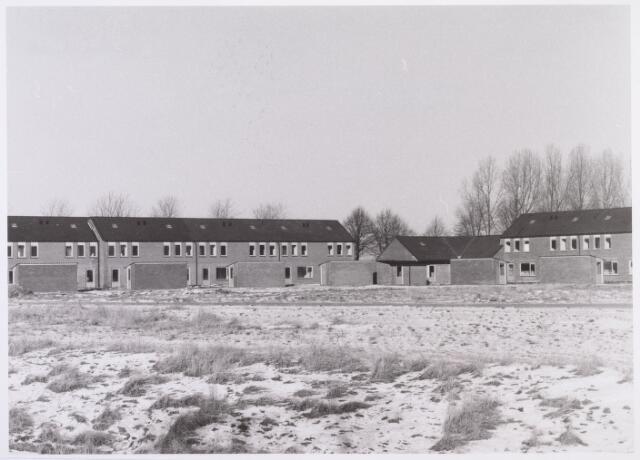 014480 - Achterzijde van nieuwbouwhuizen aan de Barendrechtstraat en Brummenweg (rechts)