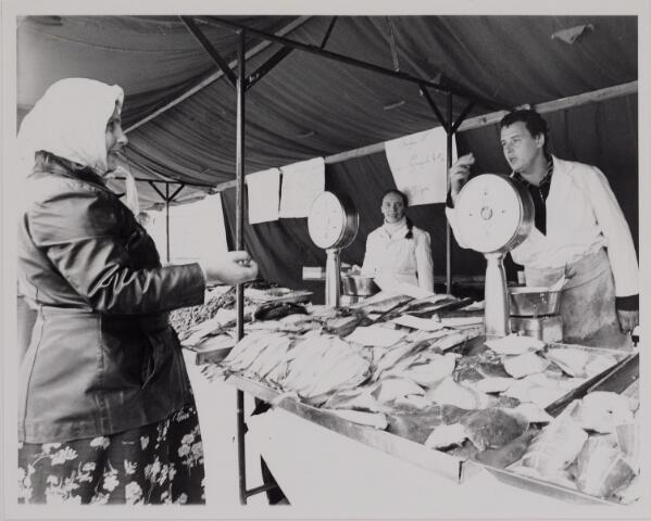 040644 - Markt op het Koningsplein. (1979)
