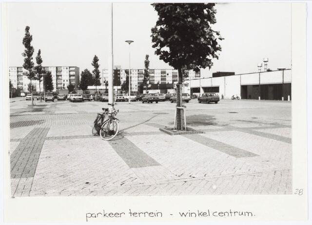 034218 - Parkeerterrein en het Winkelcentrum Tilburg Noord aan het Wagnerplein.