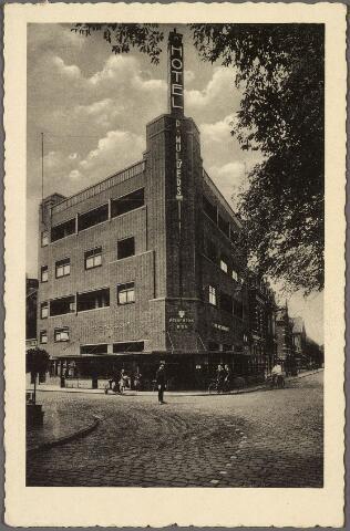 010505 - Hotel Piet Mulders, Spoorlaan 128, op de hoek van de Spoorlaan en de Stationstraat.