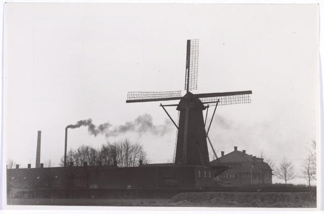 016581 - Achterzijde van de molen van de meelfabriek Schraven - Eijsbouts.