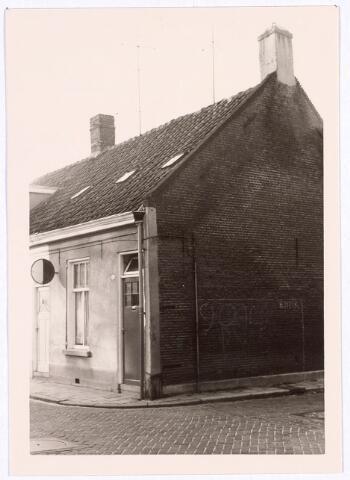 017104 - Pand Capucijnenstraat 97, op de hoek met de Roggestraat, begin 1966
