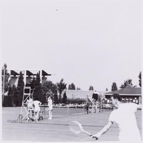 053981 - Sport. Tennis. Tennisbaan aan de Goirleseweg in het Sportpark;