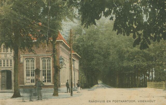 064215 - Raadhuis en postkantoor in Udenhout.